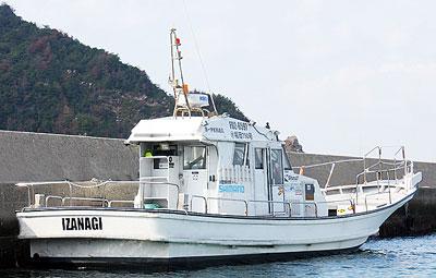 IZANAGIの船と店の写真