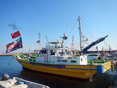豊丸の船と店の写真