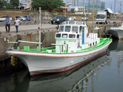 第2つれたか丸の船と店の写真