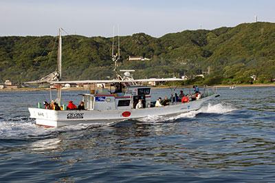 利弥丸の船と店の写真