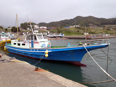 良和丸の船と店の写真