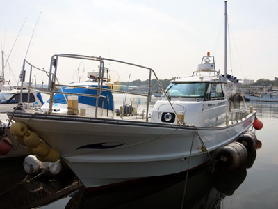 チャーター船 満海丸の船と店の写真