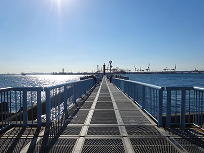 『大黒海釣り施設』管理棟