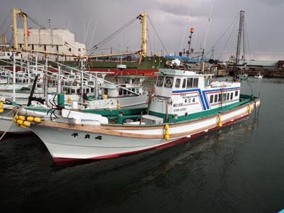 平良丸の船と店の写真