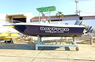 Bay Freeの船と店の写真