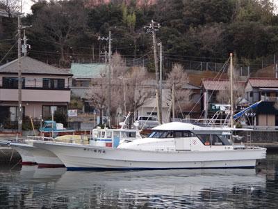 佐円丸の船と店の写真