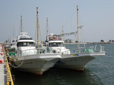 きくしん丸の船と店の写真