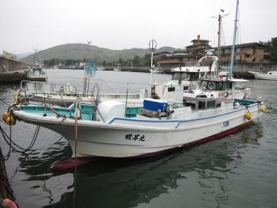 敬昇丸の船と店の写真