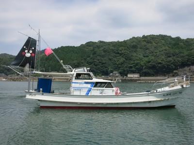 竜洞丸の船と店の写真