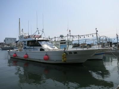 諏訪丸の船と店の写真