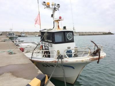 智喜丸の船と店の写真