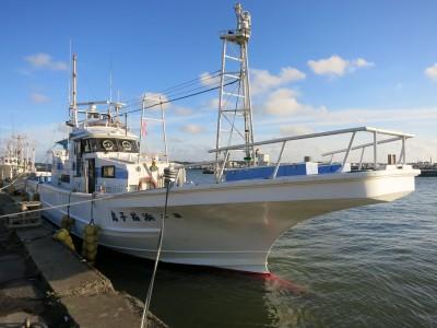 浜茄子丸の船と店の写真