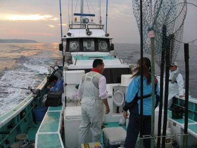 三昭丸の船と店の写真