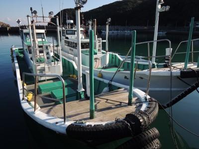 芝渡船の船と店の写真