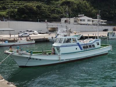 あしか丸の船と店の写真