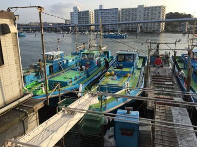 一之瀬丸の船と店の写真