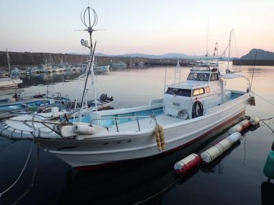 水天丸の船と店の写真