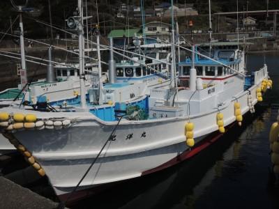 紀洋丸の船と店の写真