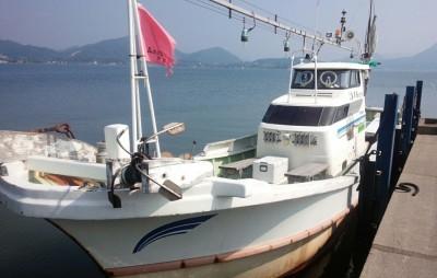 海洋丸の船と店の写真