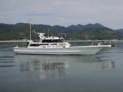 TOPS JAPANの船と店の写真