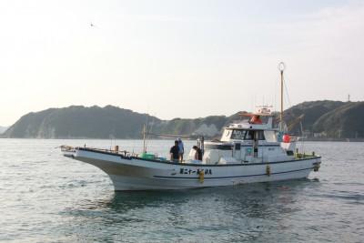 長三朗丸の船と店の写真