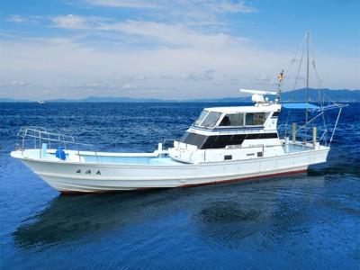 正漁丸の船と店の写真