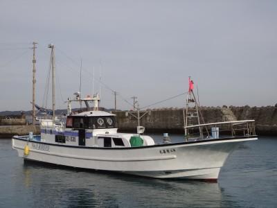 宏昌丸の船と店の写真