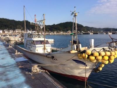 晃規丸の船と店の写真