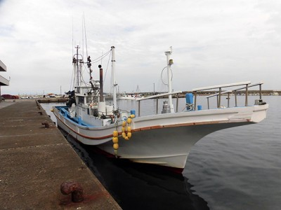 直重丸の船と店の写真