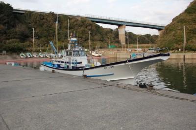 二宮丸の船と店の写真