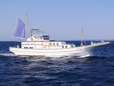 儀兵衛丸の船と店の写真
