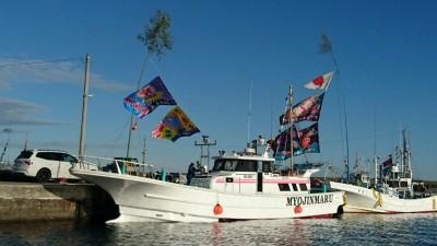 明進丸の船と店の写真