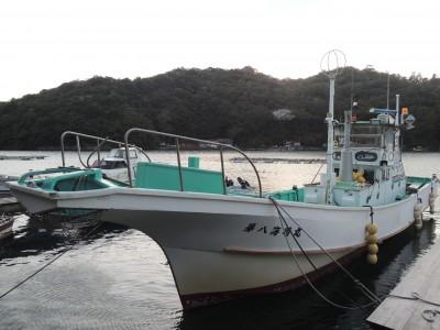 民宿・釣船 海晴の船と店の写真