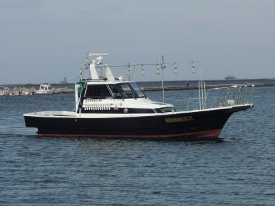 HUMMER IIIの船と店の写真