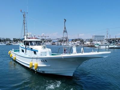 富士丸の船と店の写真
