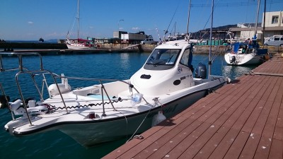 シーバスガイド海猫の船と店の写真