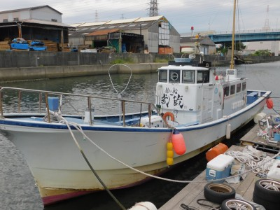 釣り船 武蔵の船と店の写真
