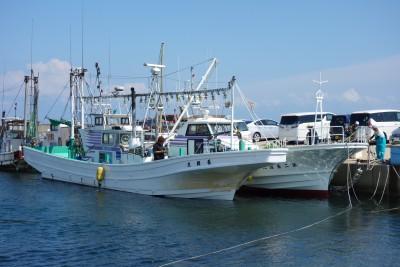 長岡丸の船と店の写真