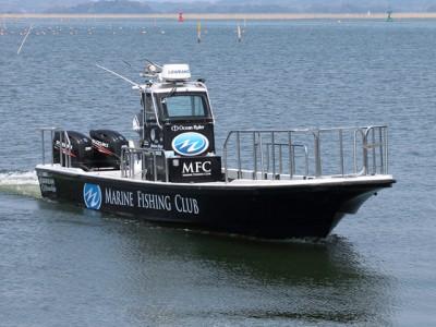 MARINE FISHING CLUBの船と店の写真
