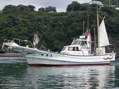 緑龍丸の船と店の写真