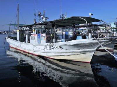 第二小島丸の船と店の写真