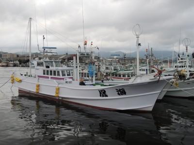 海凰丸の船と店の写真