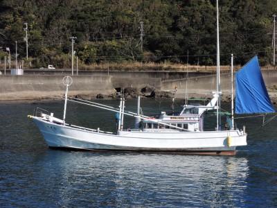 闘龍丸の船と店の写真