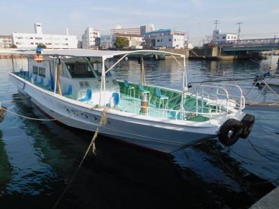 ヤザワ渡船の船と店の写真