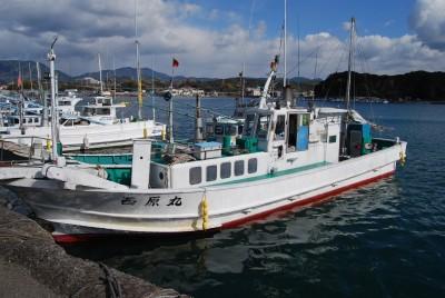 西原丸の船と店の写真