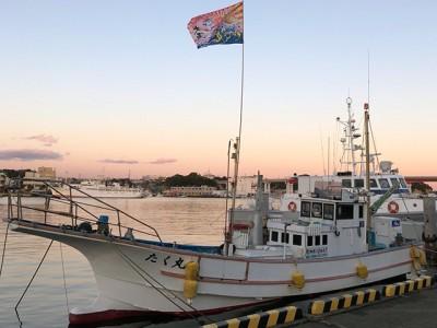 たく丸の船と店の写真