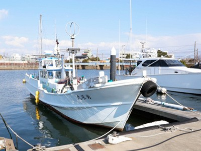 勇栄丸の船と店の写真