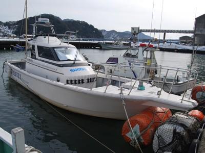 ATHLETE IIの船と店の写真