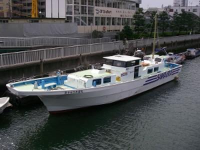 船宿さわ浦の船と店の写真