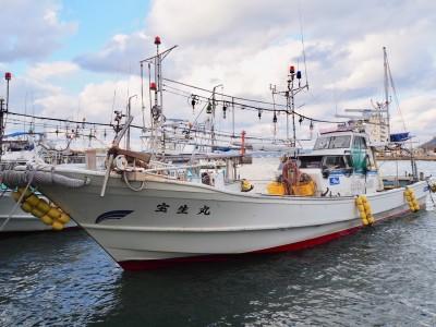 宝生丸の船と店の写真